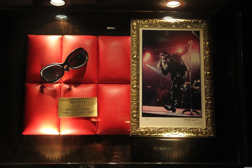 Bono im Hard Rock Cafe