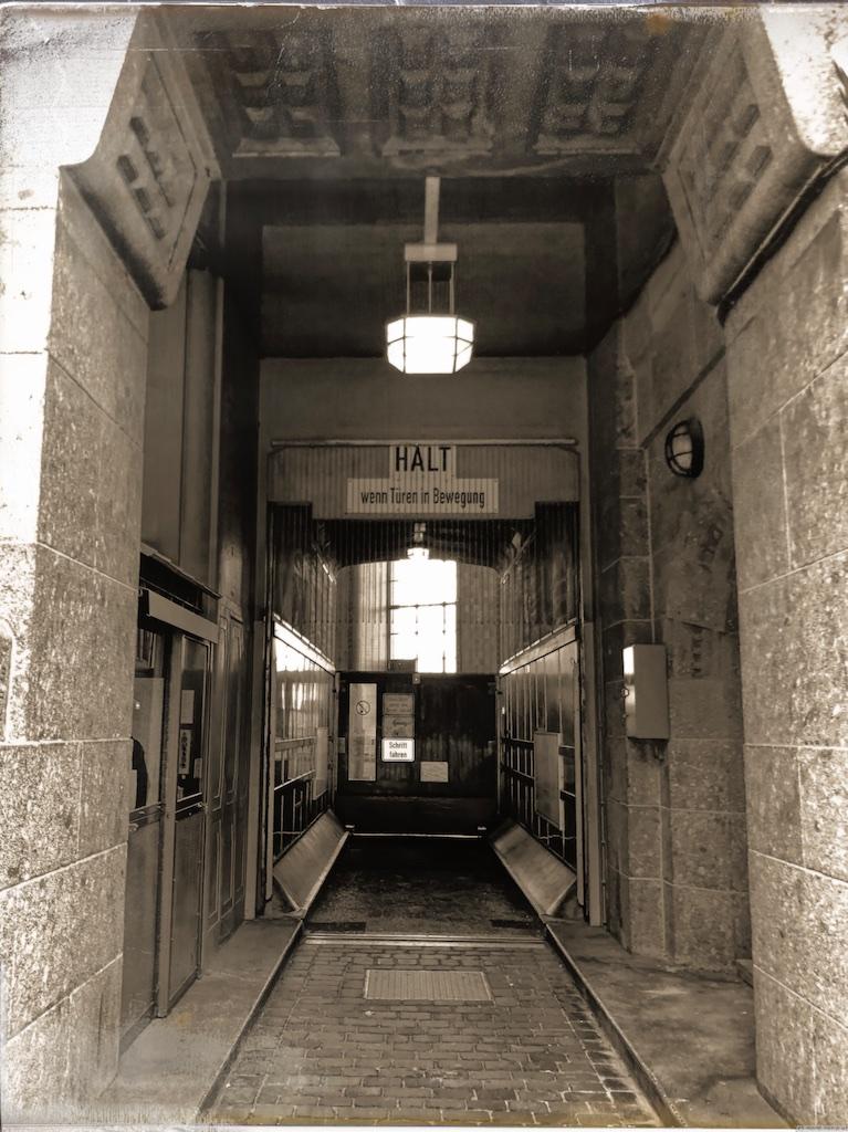 Eingang Elbtunnel