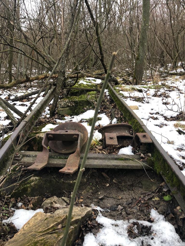 Verrostete Seilwinden auf den Gleisen