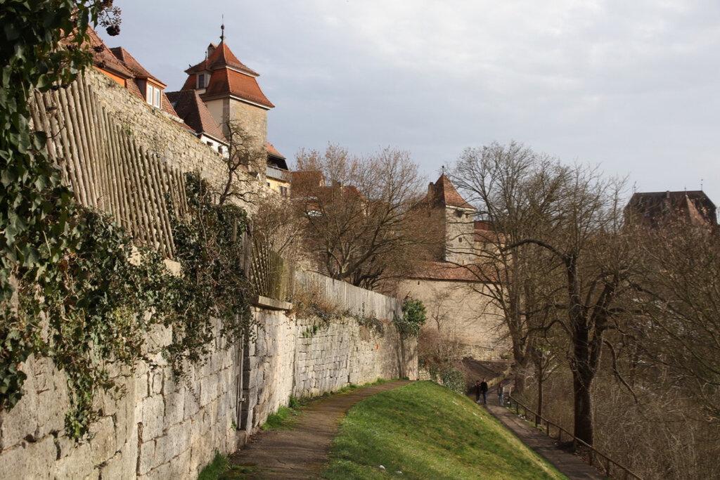 Weinsteig vor der Stadtmauer