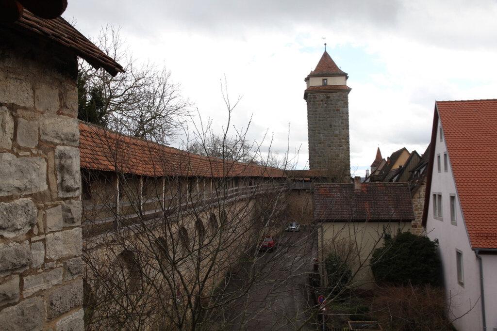 Die Stadtmauer und der Turm bei Galgentor