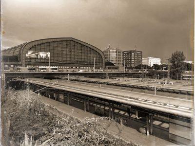 Halle des Hauptbahnhofs und Teile der Bahnsteige