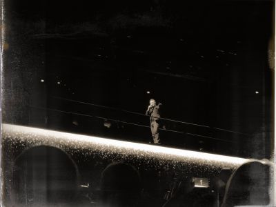 Bono auf der Mittelbühne
