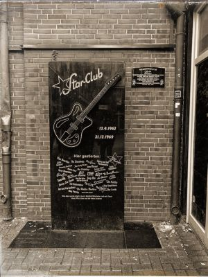 Wandtafel Star-Club auf der Berühmtheiten aufgelistet sind, die dort aufgetreten waren.