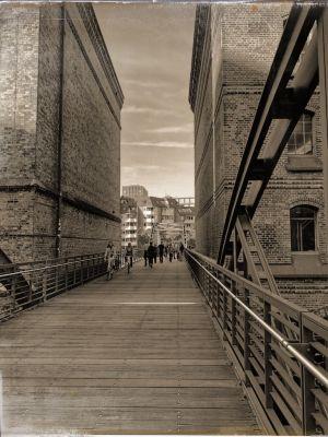 Fachwerkbrücke und Steg zwischen 2 Speicherhäusern