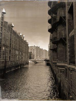 Kanal mit Speicherhäusern und die Wandbereiterbrücke
