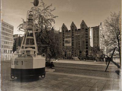Blick auf das Maritime Museum, im Vordergrund ein Leuchtboje