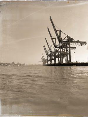 Containerkräne an der Elbmole