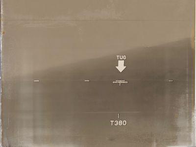 Schiffswand eines Containerschiffes mit der Markierung TUG