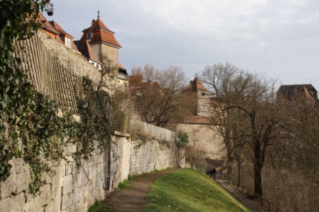 Der Weinsteig vor der Stadtmauer