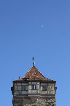 Turm mit Mondsichel